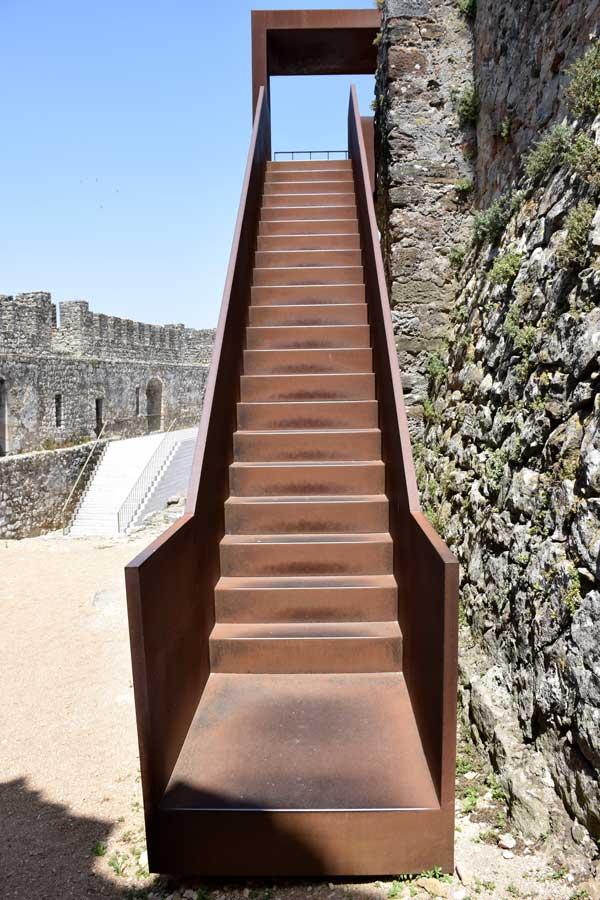 Pombal Kalesi korten kullanımı Portekiz fotoğrafları - Portugal Castle of Pombal using weathering steel (Castelo de Pombal)
