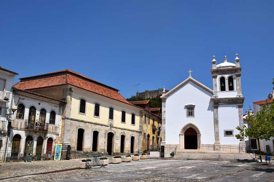 Portekiz fotoğrafları Pombal kenti arkada Pombal Kalesi - Portugal Castle of Pombal and Pombal City