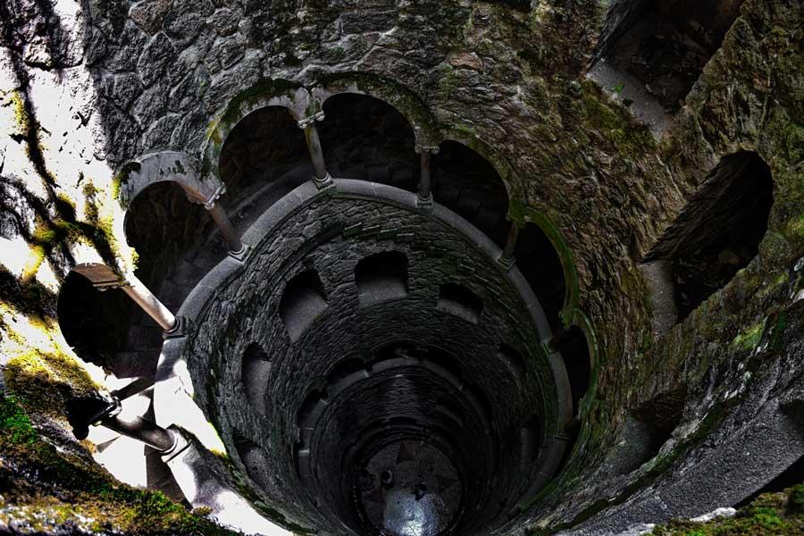 Portekiz gezilecek yerler Ters Kule fotoğrafları - Sintra Quinta da Regaleira Reverse tower
