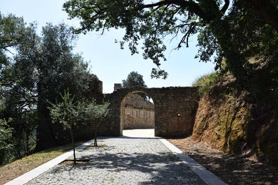 Portekiz gezilmesi gerekli yerler Pombal Kalesi fotoğrafları - Castle of Pombal (Castelo de Pombal) Portugal