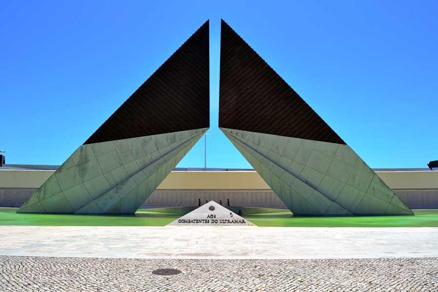 Portekiz rotası Lizbon Belem Ultramar (denizaşırı) Savaşı Anıtı - Lisbon Belem Memorial Monument of the overseas fallen soldiers (The Monumento Combatentes Ultramar)