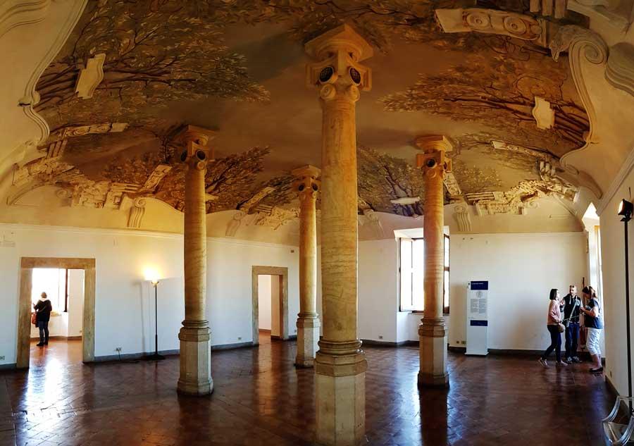 Roma önemli mimari yapılar Sant'Angelo Kalesi dolambaçlı oda ve tavan resmi - Rome Castle Sant Angelo la sala rotonda