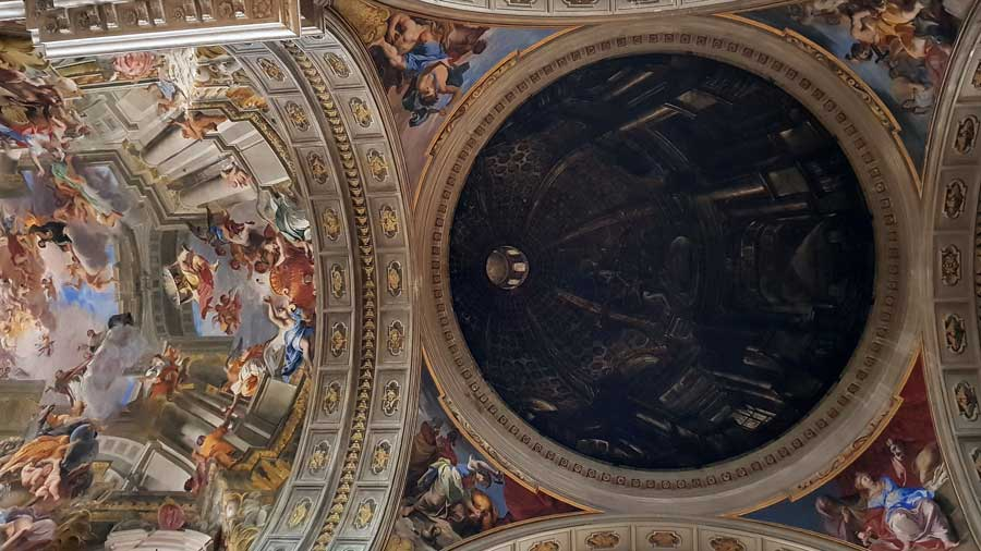Roma Loyola veya Aziz Ignazio Kilisesi sahte kubbesi ve tavan resimleri - Rome Church of St. Ignatius of Loyola (Sant'Ignazio di Loyola) drawing dome and ceiling frescoes