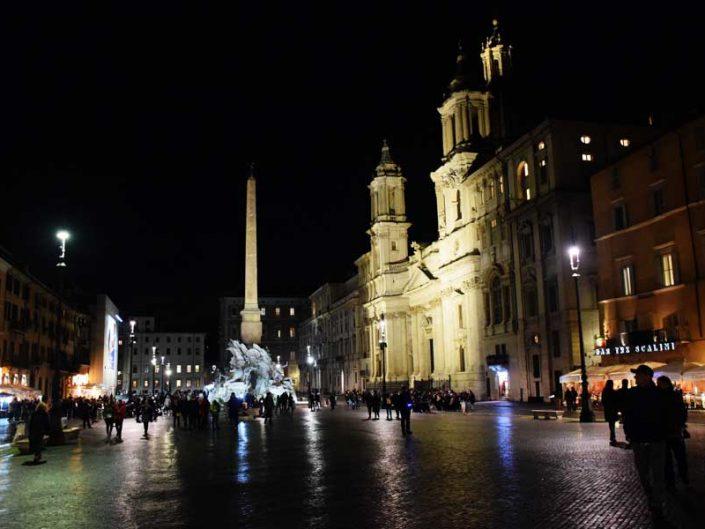 Roma Navona meydanı Dört nehir çeşmesi ve Aziz Agnese kilisesi (Navona'nın Kilisesi) - Rome Navona square Sant'Agnese in Agone Fontana dei quattro fiumi