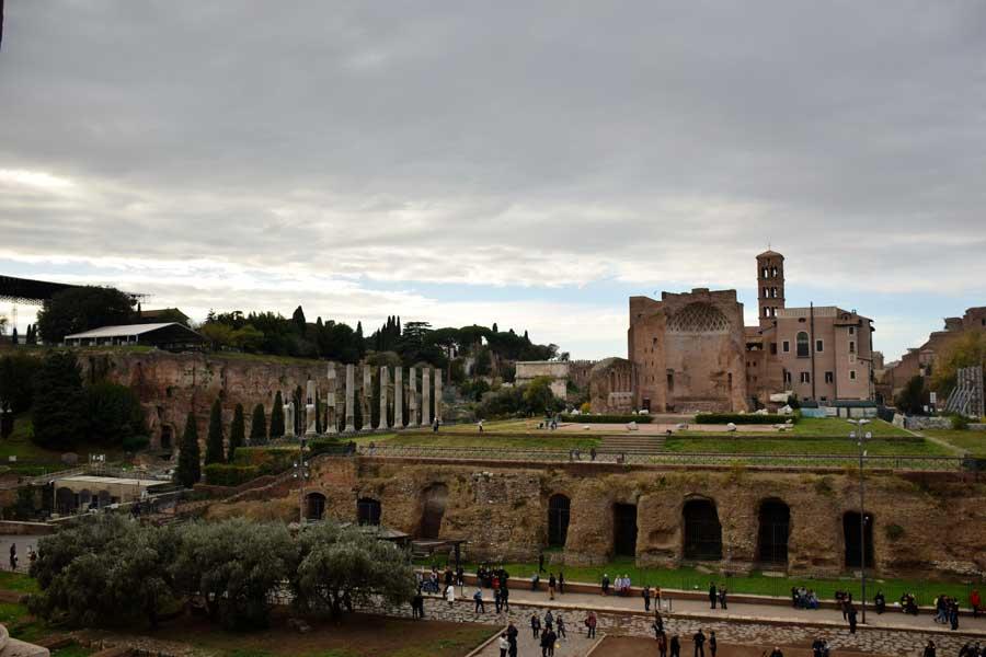 Palatino Tepesi, Roma Forumu Tapınakları ve Gezilecek Yerler