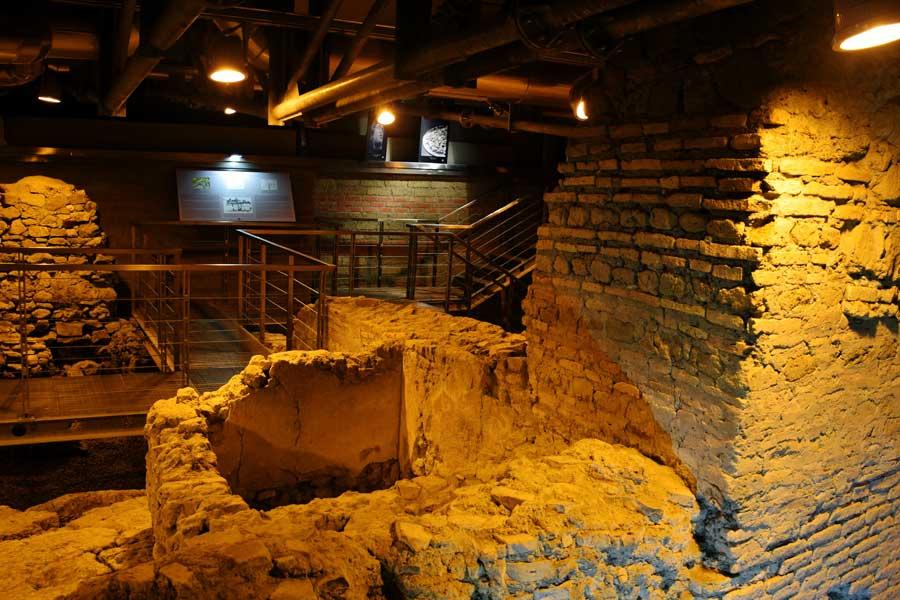 Roma Trevi çeşmesi fotoğrafları çeşme altında yeraltındaki Vicus Caprarius - Rome City of water