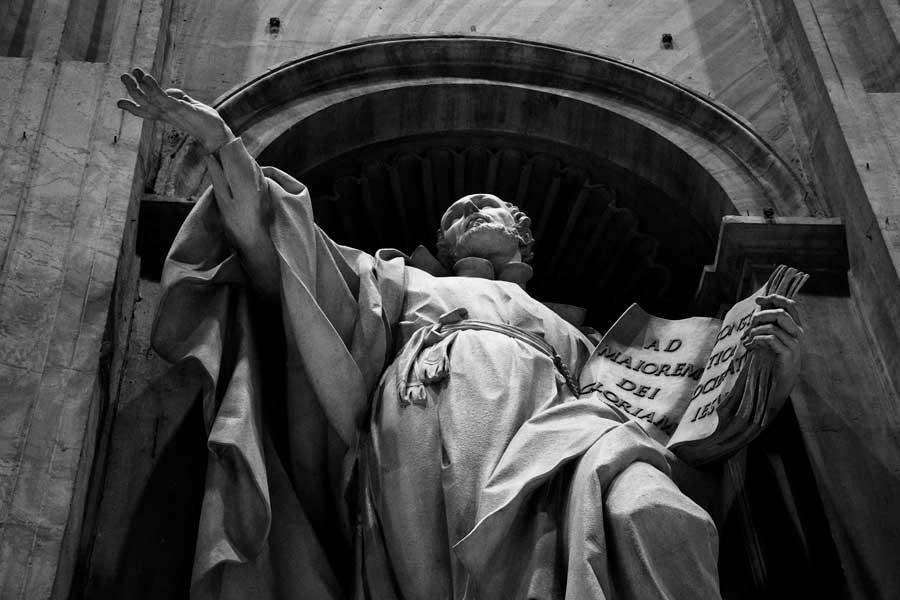 Roma Vatikan Aziz Petrus Bazilikası veya San Pietro Bazilikası heykelleri - Rome Vatican statues of St. Peter's Basilica (Basilica di San Pietro)