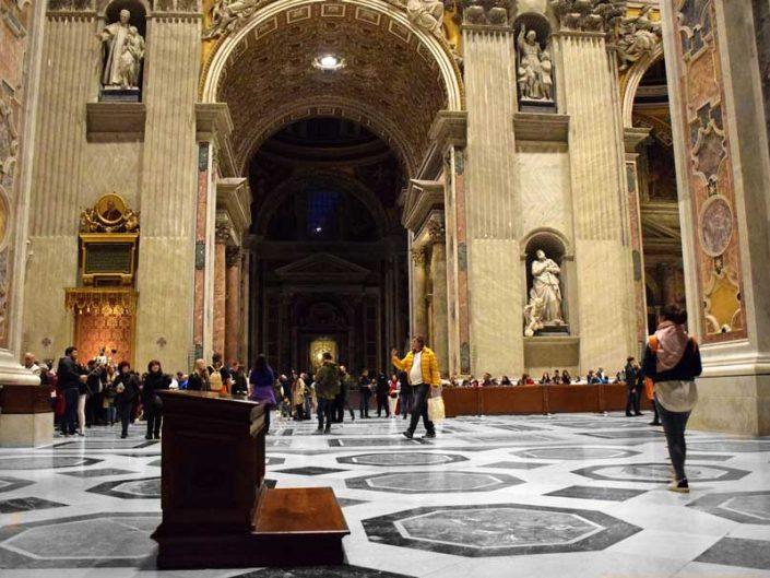 Roma Vatikan gezilecek önemli yerler Aziz Petrus Bazilikası (San Pietro Bazilikası) içi - Rome Vatican interior of St. Peter's Basilica (Basilica di San Pietro)