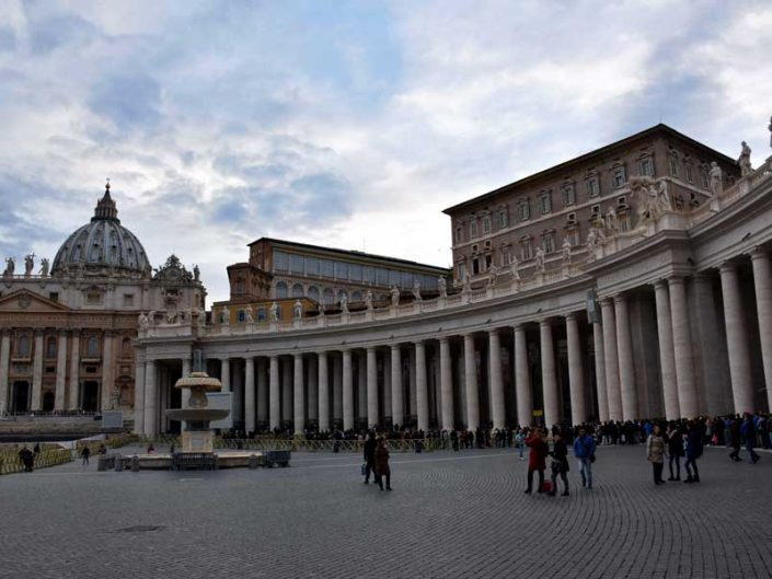 Roma Vatikan gezilecek önemli yerler San Pietro Bazilikası ve meydanı Aziz Petrus Bazilikası ve meydanı - Roma Vatican St. Peter's square and basilica (Piazza San Pietro e basilica)