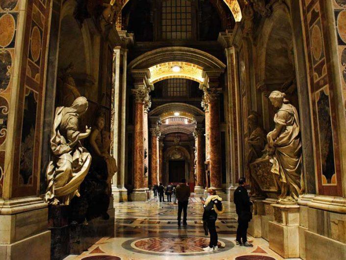 Roma Vatikan gezilecek yerler Aziz Petrus Bazilikası (San Pietro Bazilikası) heykel fotoğrafları - Rome Vatican interior of St. Peter's Basilica (Basilica di San Pietro)