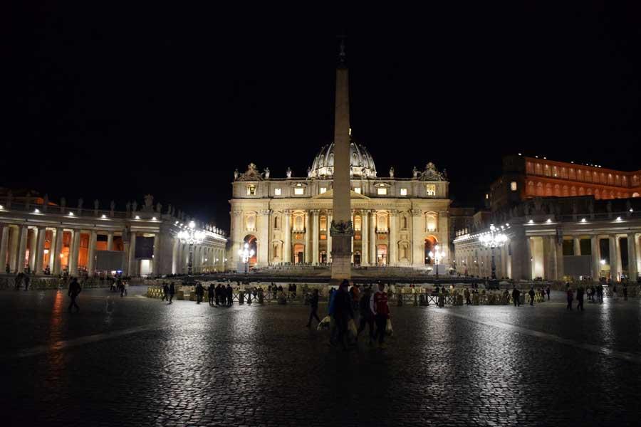 Roma Vatikan gezilecek yerlr Aziz Petrus Bazilikası ve meydanı (San Pietro Bazilikası ve meydanı) ve dikilitaş - Rome Vatican St. Peter's square and obelisk (Piazza San Pietro)