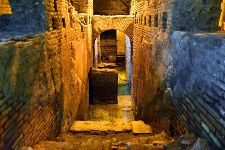 Roma görülmesi gerekli yerler Trevi çeşmesi altındaki yeraltı Su şehri - Rome Vicus Caprarius City of water