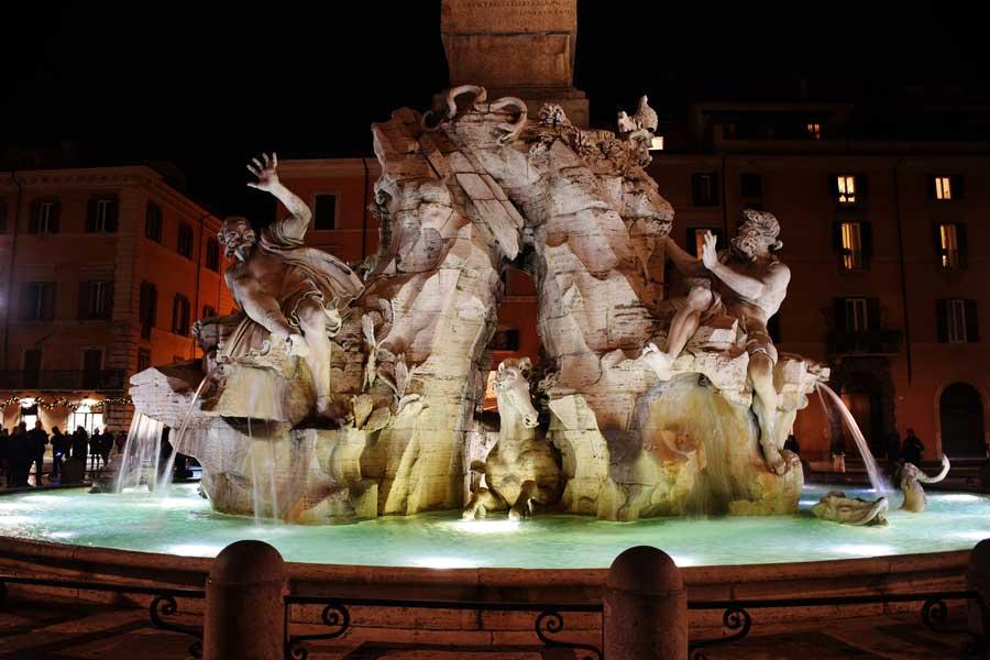 Roma gezilecek yerler ve önemli anıtsal yapılar Dört Nehir çeşmesi - Fountain of the Four Rivers (Fontana dei Quattro Fiumi) Rome