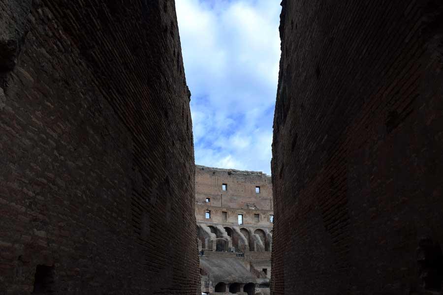 Roma gezilecek yerler Kolezyum duvarları - ancient Colosseum photos