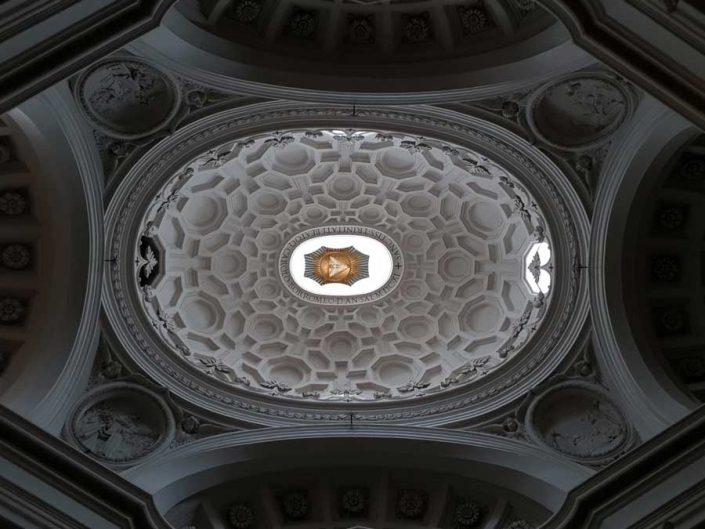 Roma gezilecek yerler ve önemli anıtsal yapılar San Carlino kilisesi elips kubbesi - Rome St. Carlo Church (San Carlo alle Quattro Fontane) ellipse dome