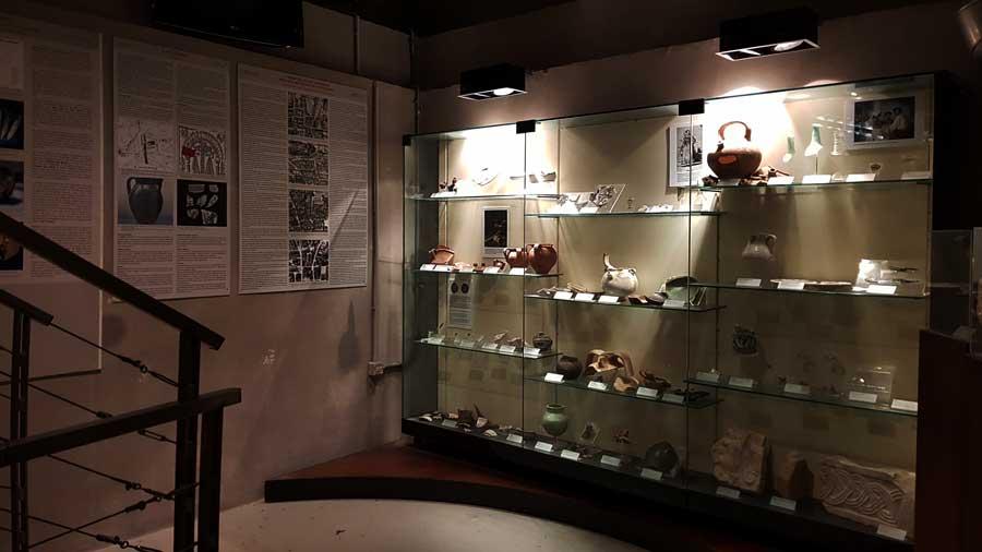 Roma gezilecek yerler Trevi çeşmesi altındaki Su şehri müzesi - Rome Vicus Caprarius or museum of the City of water
