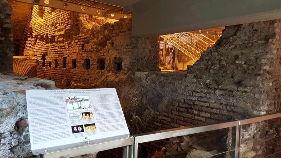 Roma gezilecek yerler Trevi çeşmesi altındaki yeraltı su şehri - Rome Vicus Caprarius City of water