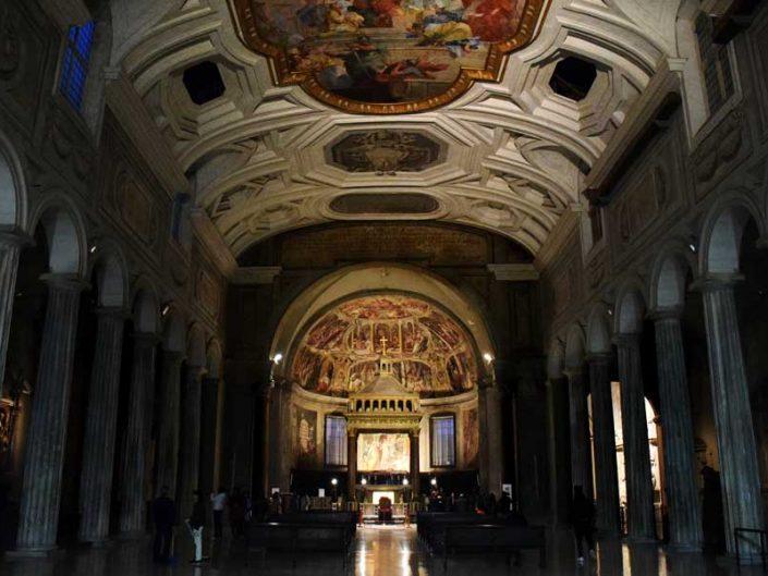 Roma gezilecek yerler ve önemli anıtsal yapılar Vincoli San Pietro Kilisesi İçi - Rome San Pietro in Vincoli interior