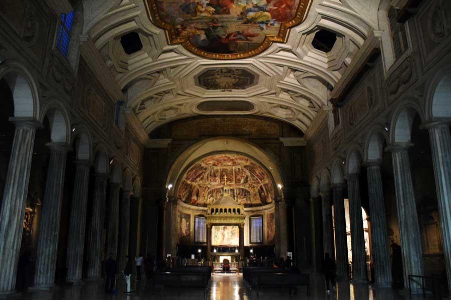 Roma gezilecek yerler Vincoli San Pietro Kilisesi İçi - Rome San Pietro in Vincoli interior