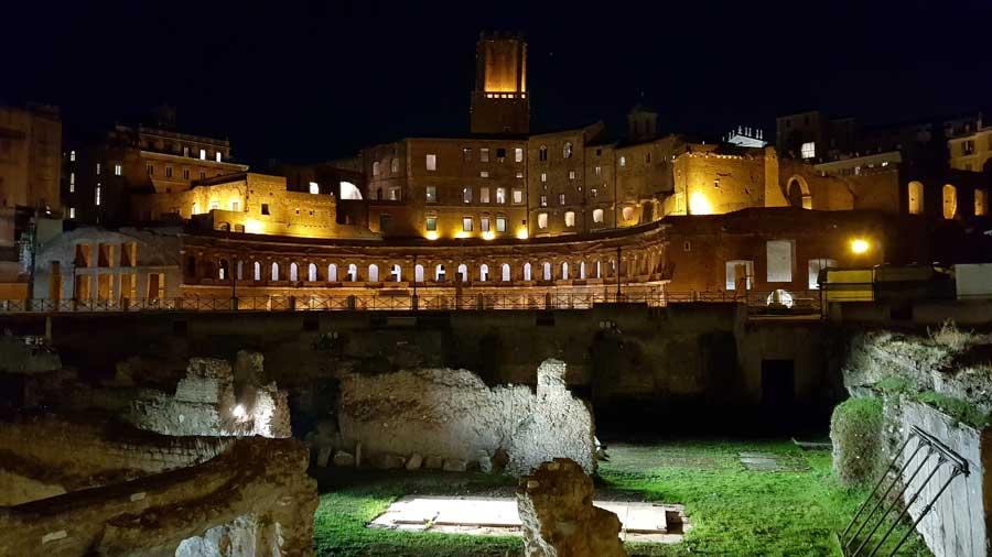 Roma İmparatorluk Forumları Trajan Pazarı - Imperial Forums Trajan's Market (Mercati di Traiano), Rome.jpg