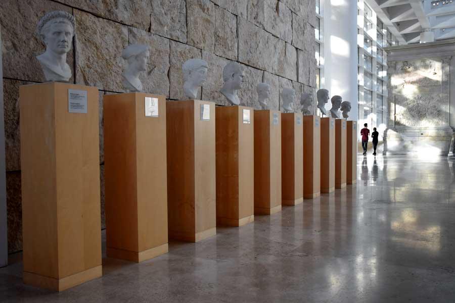 Roma gidilecek yerler Ara Pacis Müzesi Roma imparatorları büstleri - Rome Ara Pacis Museum, Roman emperors busts