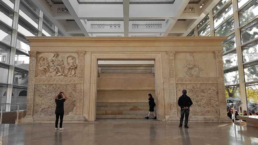 Roma gidilecek yerler Ara Pacis Müzesi sunak - Rome Ara Pacis Museum altar