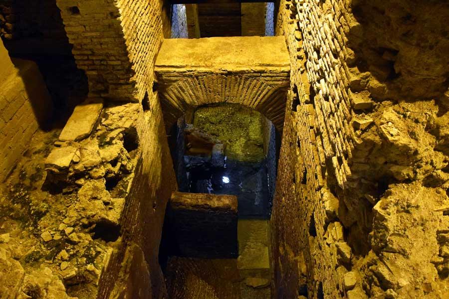 Roma gidilecek yerler Trevi çeşmesi altındaki yeraltı su şehri fotoğrafları - Rome Vicus Caprarius City of water photos