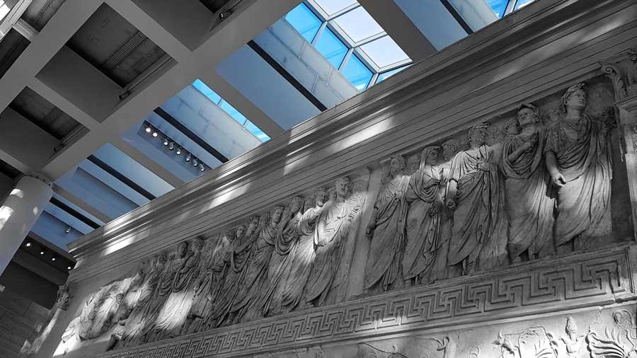 Roma gidilmesi gerekli müzeler Ara Pacis Müzesi sunak kabartmaları - Rome Ara Pacis Museum altar's relief