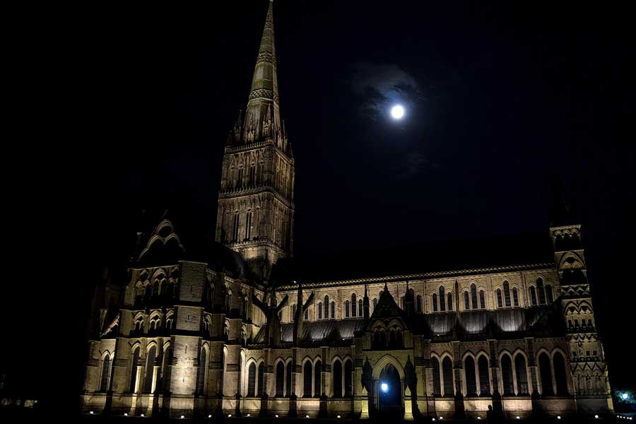 Salisbury fotoğrafları Salisbury Katedrali gece çekimi - Salisbury Cathedral of the Blessed Virgin Mary and night