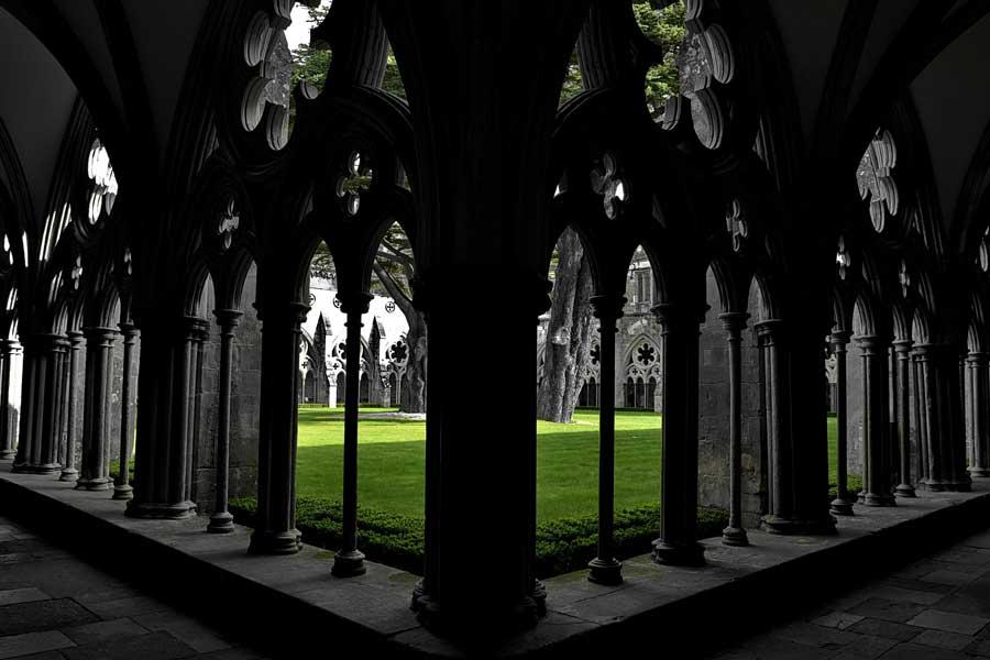 Salisbury katedrali iç avlusu - Courtyard of Salisbury Cathedral
