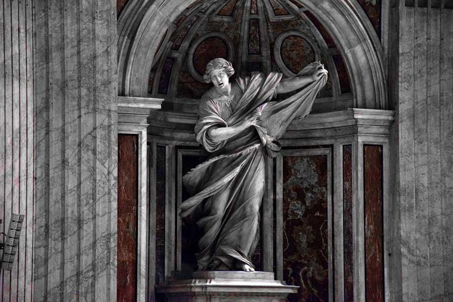 Aziz Petrus Bazilikası Tarihi Eserleri, Meydanı ve Tarihçesi