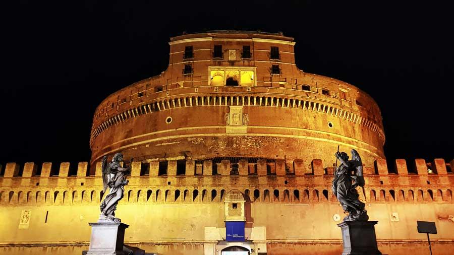 Sant'Angelo Kalesi de denilen Kutsal Melek Kalesi veya Hadrian Mozolesi fotoğrafları - Rome Castel Sant Angelo or Hadrian Mausoleum