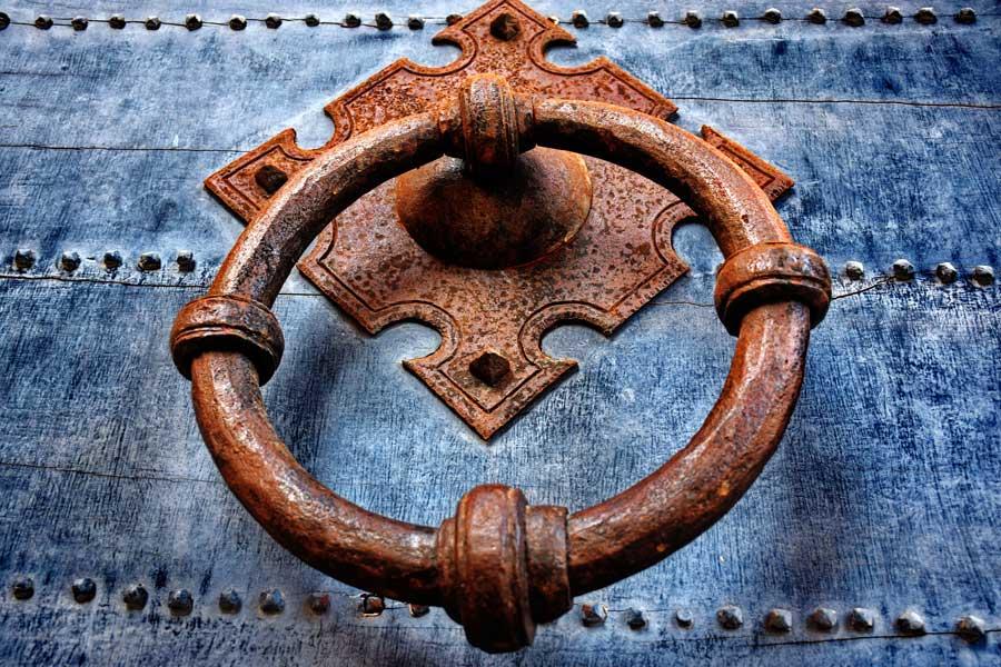 Sant'Angelo Kalesi fotoğrafları kapı tokmağı - Door handle of Castle Sant Angelo