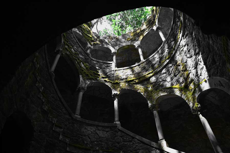 Sintra gidilmesi gerekli yerler Ters kule - Sintra Quinta da Regaleira Reverse tower