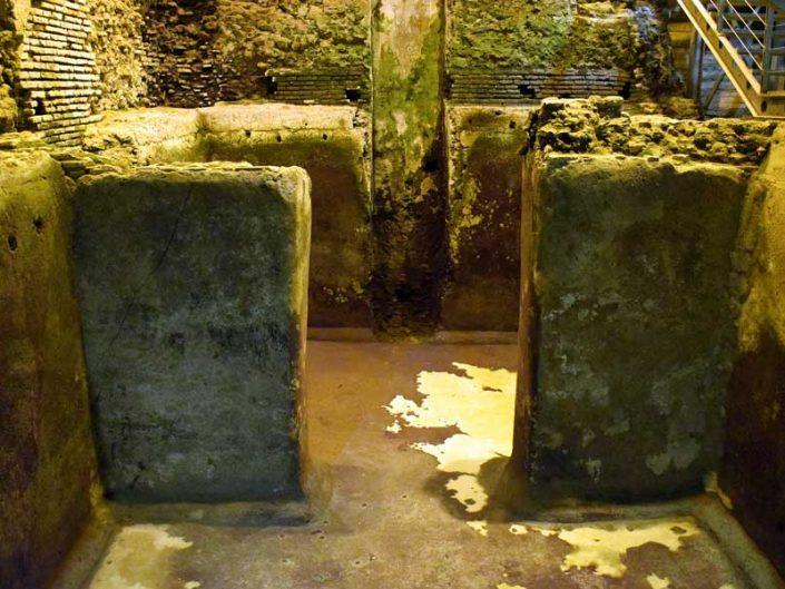 Trevi çeşmesi fotoğrafları Roma yeraltı su şehri - Rome Vicus Caprarius City of water