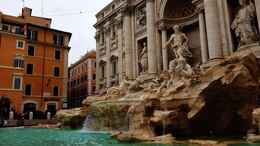 Trevi çeşmesi fotoğrafları - Rome Trevi fountain and statues