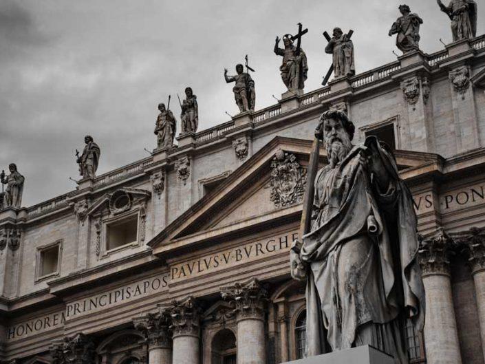 Vatikan gezilecek yerler San Pietro Bazilikası Aziz Petrus Bazilikası fotoğrafları heykelleri Aziz Pavlus heykeli - statues of St. Paul, St. Peter's Basilica (Basilica di San Pietro)