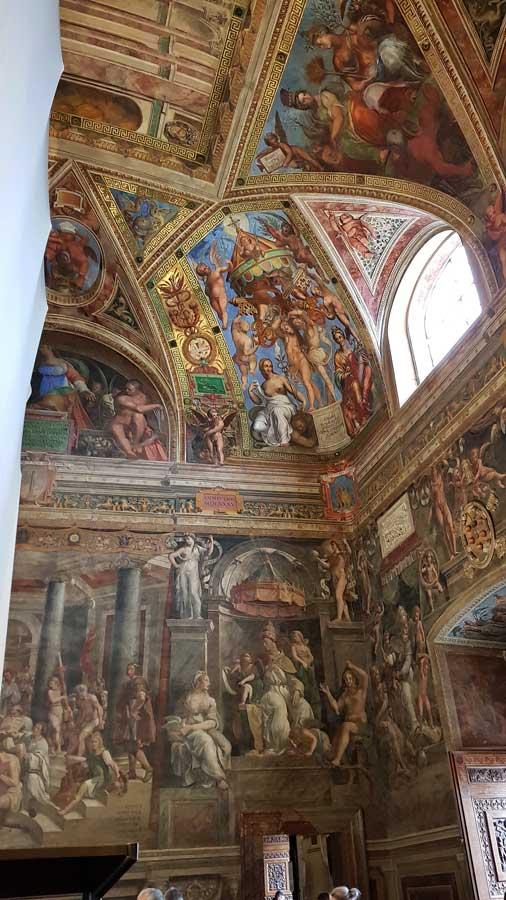 Vatikan müzeleri Rafael Odaları içindeki Konstantin odası - Vatican museums Constantin room in Raphael Rooms (Stanze di Rafaello)