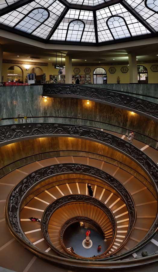 Vatikan müzeleri mimar Giuseppe Momo'nun yaptığı spiral merdiveni - Vatican museums Giuseppe Momo's spiral staircase