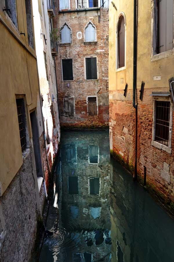 Venedik fotoğrafları şehrin dar sokakları - Narrow streets of Venice