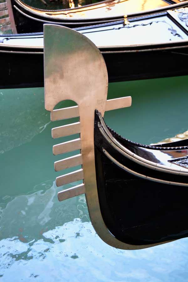 Venedik fotoğrafları gondolun alameti farikası Fèrro -Famous Venice gondol's trademark Fèrro