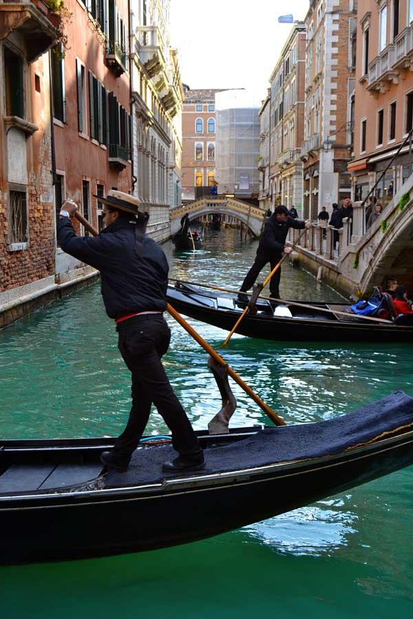 Venedik fotoğrafları kanallarda gondol trafiği - Venice photos traffic of gondola in Venice canalettos