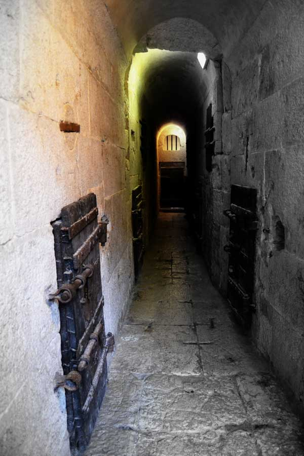 Venedik gezilecek yerler Doçlar Sarayı zindan koridoru - Venice Palazzo Ducale prison corridor