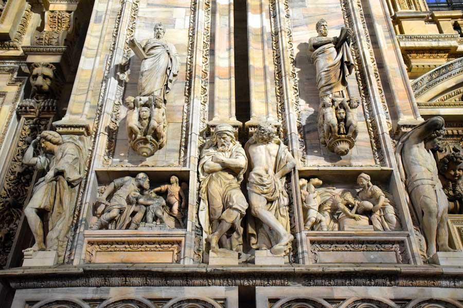 Duomo di Milano ön cephe heykelleri detayı - Duomo cathedral of Milan detail of facade sculptures