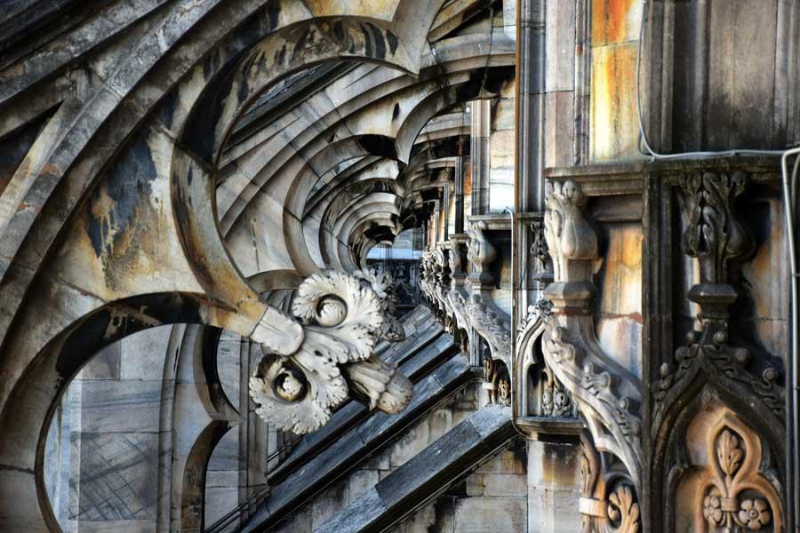 Milano gezilecek yerler Duomo di Milano katedrali uçan payanda detayları - Duomo cathedral of Milan (Duomo di Milano) flying buttress details