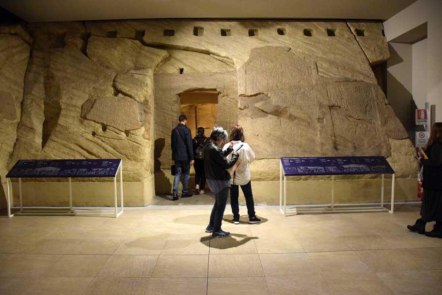 Torino Mısır Müzesi Ellesiya tapınağı girişi - Turin Egyptian museum, entrance of Ellesiya temple