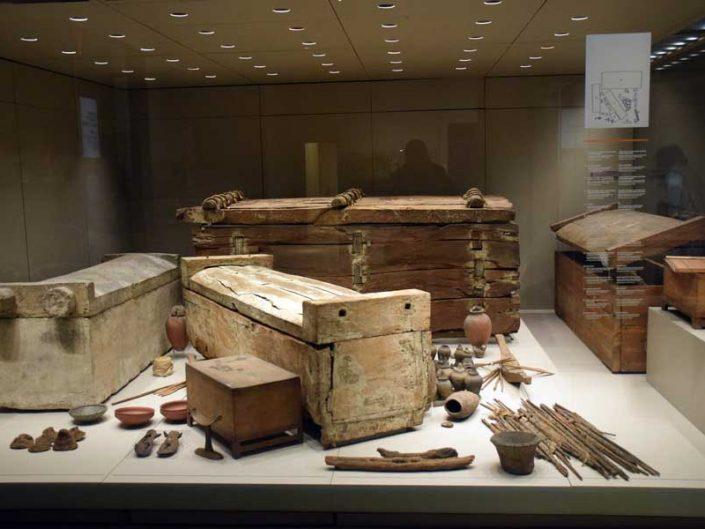Torino Mısır müzesi arkeolojik buluntular ve ahşap tabutlar - Turin Egyptian Museum archaeological findings and wooden coffins
