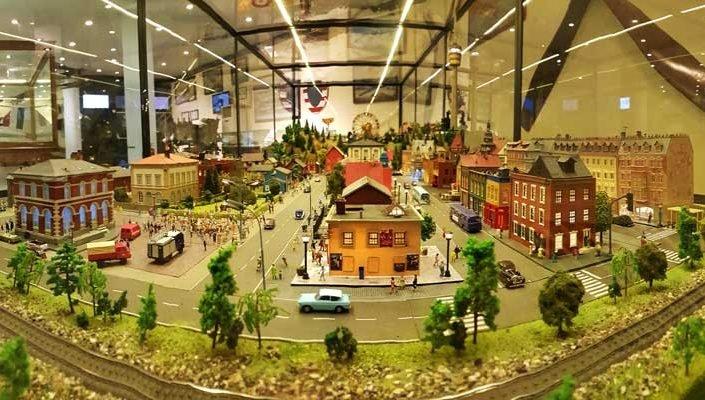 İstanbul Rahmi Koç Müzesi Zeki Alasya diorama restorasyon çalışması - Zeki Alasya's train and place diorama