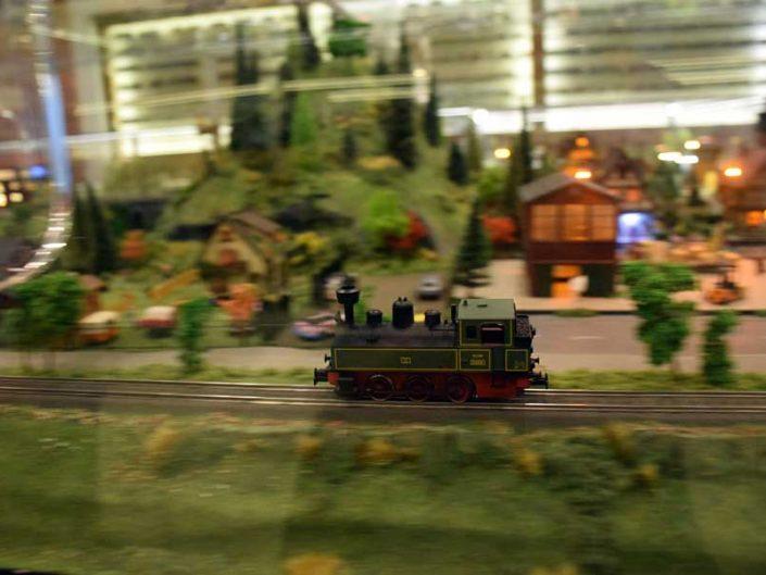 İstanbul Rahmi Koç Müzesi Zeki Alasya dioraması - Zeki Alasya's train and village diorama