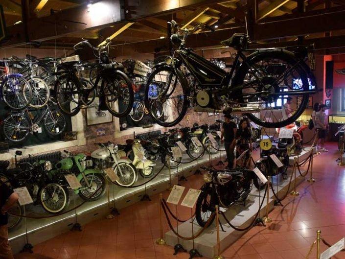 İstanbul Rahmi Koç Müzesi bisikletler ve motorsikletler - Rahmi M. Koc Museum bicycles and motorcycles hall